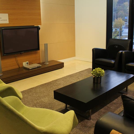 OBSERVATION ROOM - <h3>VIEWING ROOM</h3><p>How many clients it can accommodate – 8~9<br />Sim translation equipment – Able to select both Korean and English audio through TV</p>
